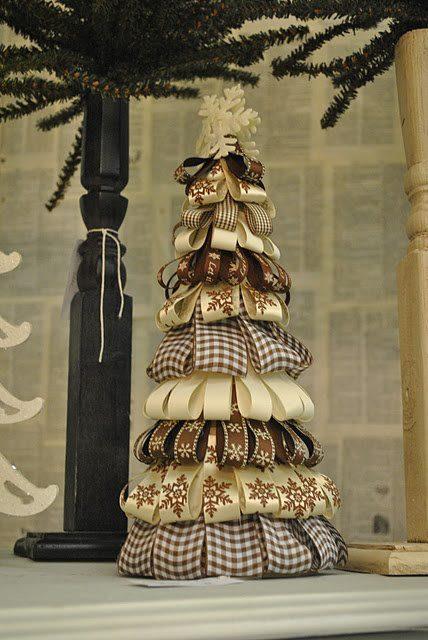 árvore de natal com fitas